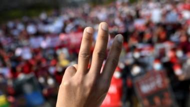 MYANMAR: LA COMMUNAUTÉ INTERNATIONALE DOIT PROTESTER CONTRE LES NOUVELLES ATTAQUES DE LA JUNTE MILITAIRE VISANT LES SYNDICATS